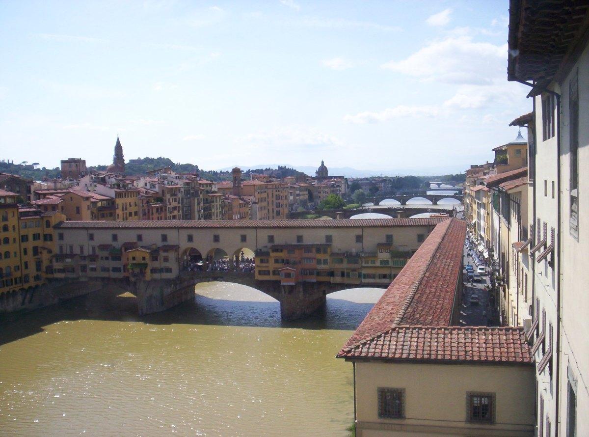 O rio Arno e as pontes de Florença