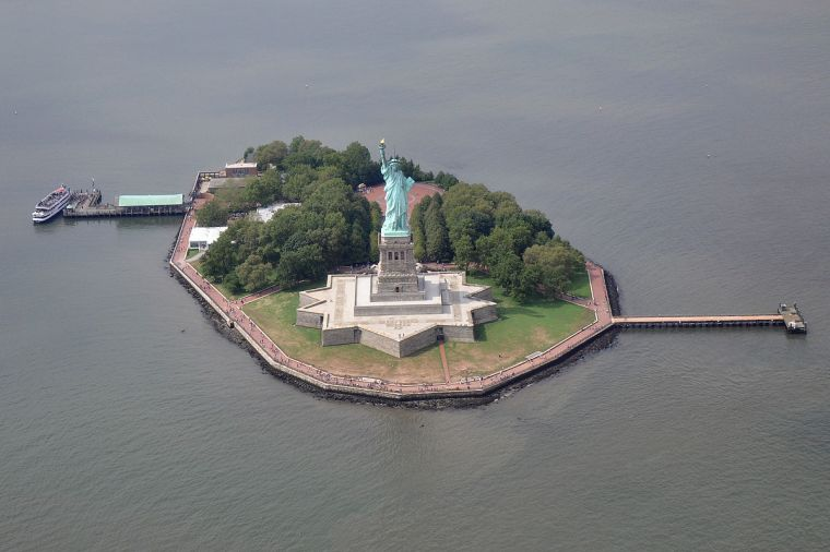 1200px-liberty_island_-_nyc_-_usa2011