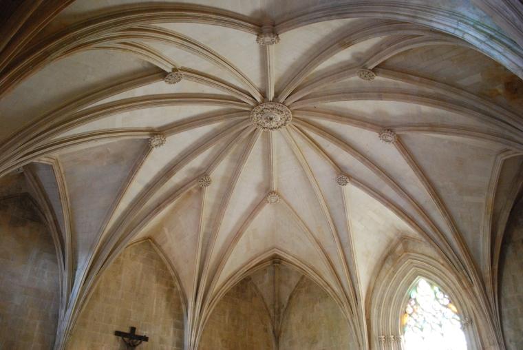 Mosteiro_da_Batalha_-_Sala_do_Capítulo_(1)